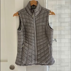 North Face Xs vest perfect for winter!
